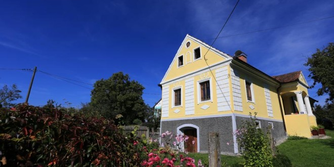 Naselju starih kuća u Črečanu