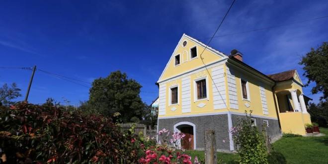 Old House Village in Črečan