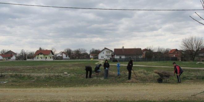 """Građani očistili okoliš u 14. akciji """"Više cvijeća – manje smeća"""""""